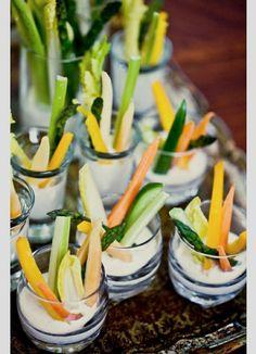 Bocadillo verduras crudas y dip