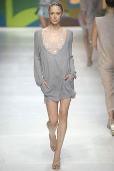See the complete Stella McCartney Spring 2009 Ready-to-Wear collection.