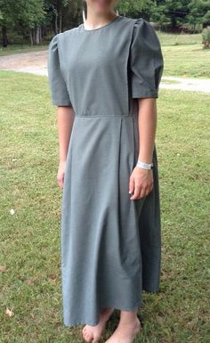 Modest Mennonite Cape Dress - - This cape dress fits perfectly! The sizes are usually spot on. This dress is BY FAR my favorite to wear. Comfortable, breathable and modest Source by mommiel Modest Dresses, Modest Outfits, Cool Outfits, Modest Clothing, Fashion Outfits, Plain Dress, Minimalist Dresses, Cape Dress, Handarbeit