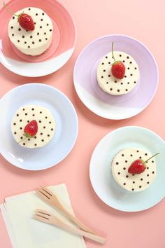 White Chocolate Cheesecake with a hint of Ginger and Coconut PLUS Polka Dots - Yeh! A no bake cheesecake with the most silky filling texture - that's not too rich. Mini Desserts, Desserts For A Crowd, Delicious Desserts, Individual Desserts, Party Desserts, Healthy Desserts, Dessert Recipes, Mini Cheesecakes, Mini Cakes