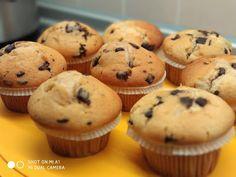 Μαφινάκια αφράτα!!! ~ ΜΑΓΕΙΡΙΚΗ ΚΑΙ ΣΥΝΤΑΓΕΣ 2 Nutella, Chocolate Cake, Sweet Recipes, Muffins, Bakery, Cupcakes, Sweets, Breakfast, Food