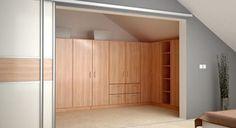 Ankleidezimmer Mit Geschlossenen Abgeschrägten Schränken Für Die  Dachschräge!