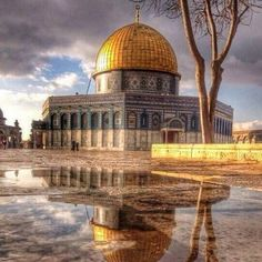 Shared by Khaled Gamal. Find images and videos about islam, muslim and allah on We Heart It - the app to get lost in what you love. Palestine Art, Palestine History, Islamic Architecture, Art And Architecture, Beautiful Mosques, Beautiful Places, Heiliges Land, Imam Hussain Wallpapers, Mecca Masjid