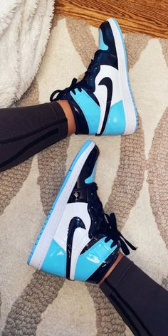 See more of sunshinelifee's content on VSCO. Jordan Shoes Girls, Jordans Girls, Girls Shoes, Nike Air Shoes, Nike Shoes Outlet, Sneakers Fashion, Fashion Shoes, Shoes Sneakers, Yeezy Shoes