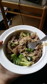 Rýžové nudle s pikantním hovězím a brokolicí