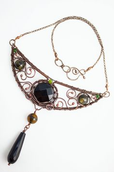 Miriel - Elvish style necklace, delicate, very impressive and emphasizing femininity. Made of copper wire with the addition of dragon agates, faceted coin and drop of onyx and tiny jade's.