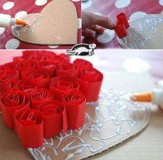 Valentine Day Wreaths, Valentines Day Decorations, Valentine Day Crafts, Paper Flowers Diy, Flower Crafts, Diy Paper, Tissue Paper, Diy Valentine's Day Decorations, Strawberry Hearts