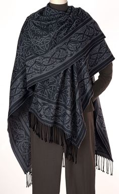 Celtic Ruana- beautiful, I would love this. For the Ardghal Family, or Siderans in general? Estilo Hippie, Mens Fashion, Fashion Outfits, Character Outfits, Costume Design, Ideias Fashion, Merino Wool, Style Inspiration, Cloaks