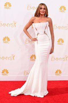 Pin for Later: Voilà ce Que Les Stars Ont Porté aux Emmy Awards Sofia Vergara Sofia Vergara a rendu justice à ses formes en choisissant cette robe blanche Roberto Cavalli.