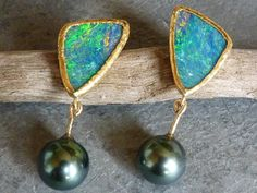 Earrings with 18 kt yellow and fine gold opal doublets by Bimonia