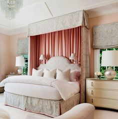 Me gusta la cama y sus espaldar 👍🏻Quadrille Veneto bed and shades with Volpi pillows. Interior design by McCann Design Group. Pretty Bedroom, Dream Bedroom, Home Decor Bedroom, Bedroom Interiors, Girls Bedroom, Bedroom Ideas, H Design, Design Ideas, Suites