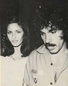 "sara 💫 on Instagram: ""John Oates & his girlfriend at that time, Nicole in 1977 💕"" John Oates, Daryl Hall, Hall & Oates, Billy Joel, George Michael, Atheist, Mtv, Madonna, Girlfriends"