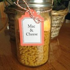 This Mac & Cheese Meal in a Jar is classic comfort food! Convenient and easy to make - perfect to keep on hand for quick dinners or gifts for neighbors! Homemade Dry Mixes, Homemade Gifts, Canning Jars, Canning Recipes, Jar Recipes, Mason Jar Mixes, Mason Jars, Jar Gifts, Amigurumi