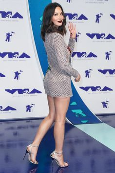"bestcelebritylegs: ""Olivia Munn spiffy in a silver mini dress "" Wow! I ❤️ her tight mini dress and high heels, she has sexy legs and hips💋💋 Great Legs, Nice Legs, Sexy Dresses, Short Dresses, Short Skirts, In Pantyhose, Beautiful Legs, Beautiful Celebrities, Sexy Legs"
