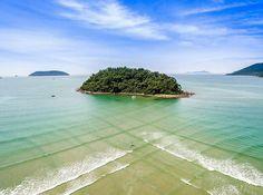 """""""@do.alto -  A travessia entre a Ilha do Pontal e a praia de Maranduba pode ser feita a pé por causa da existência de um banco de areia. É recomendado o…"""""""