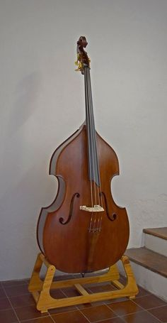 Double bass by Davis Estrada