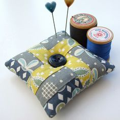 Quick-pieced Pincushion Tutorial How absolutely cute!