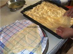Şimdiye kadar alışık olmadığımız bir börek tarifi ;yufkaları üçer üçer merdaneyle sonra üçer üçer oklava ile açıyoruz ,aç...