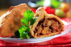 chorizo and potato empanadas Mexican Food Recipes, Beef Recipes, Cooking Recipes, Ethnic Recipes, Recipies, Pizza Recipes, Lunch Recipes, Chicken Recipes, Chorizo