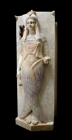 Sarcophagus lid with representation of a winged lady.  Marble 4th-3rd century BC.  Carthage, Rabs necropolis. | Musée national de Carthage, Tunesia. Photo: Rijksmuseum van Oudheden
