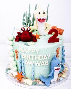 Hallo ihr Lieben So richtig frühlingshaft hat es sich gestern und heute nicht angefühlt Wir hoffen einfach mal auf die nächsten Tage und wünschen Euch mit dieser gute Laune-Geburstagstorte einen schönen Abend ________________________________________ #geburstagsgeschenk #kindergeburtstag #birthdaycake #birthdayparty #cookielove #cookielovers #backwaren #dankbar #geburtstagstorte #geburtstag #birthdayboy #krebs #modeliermasse #kinderaugenleuchten #instafood #cakesofinstagram #cakedecor #sharks… Happy Birthday, Birthday Cake, Cake Pops, Cupcakes, Cookies, Desserts, Handmade, Food, Yesterday And Today