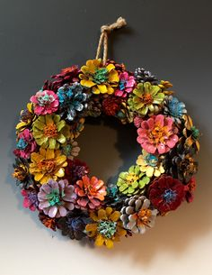 This Pin was discovered by Ter Diy Crafts Tv, Wreath Crafts, Sewing Crafts, Arts And Crafts, Pine Cone Art, Pine Cone Crafts, Christmas Pine Cones, Christmas Crafts, Pine Cone Decorations