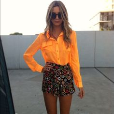 From beauty7.pinger.pl. Love the neon orange :)