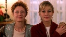 Jackie Harrison (Susan Sarandon) finds out she has a terminal illness and must decide whether she approves of her former husband's new girlfriend (played by Julia Roberts), who would be their children's new stepmom. Liam Aiken, Sad Movies, Great Movies, Movies To Watch, Iconic Movies, Lynn Whitfield, Toy Story, Regina George, Owen Wilson