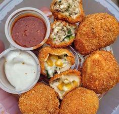 ・・・ Kurkure Momos😍😍 Tag your friends who love . Indian Fast Food, Indian Food Recipes, Junk Food, Momos Recipe, Fries, Food Porn, Indian Breakfast, Indian Street Food, Evening Snacks