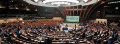 Les sis recomanacions del Consell de Ministres del Consell d'Europa cap a l'Estat espanyol, han tengut en compte el darrer informe emès pel Comitè d'experts que fa seguiment de l'aplicació de la CELROM (Carta Europea de Llengües Regionals o Minoritàries).