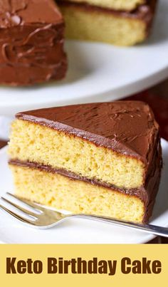 A delightful keto birthday cake is made with almond flour. The fluffy yellow cake is frosted with a rich chocolate frosting. A delightful keto birthday cake is made with almond flour. The fluffy yellow cake is frosted with a rich chocolate frosting. Food Cakes, Bon Dessert, Dessert Recipes, Frosting Recipes, Recipes Dinner, Almond Flour Cakes, Almond Flour Chocolate Cake, Coconut Flour, Keto Birthday Cake