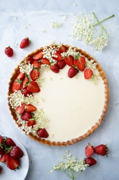 Panna Cotta tart with strawberries elder. - Panna Cotta tart with strawberries elderflower and tonka bean Recipes - Tart Recipes, Easy Cake Recipes, Sweet Recipes, Dessert Recipes, Bean Recipes, Baker Recipes, Panna Cotta, Tonka Bohne, Cake Decorating