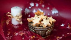 Glutenfreie ★★Zimtsterne★★ für die Weihnachtsfeier - schnell & einfach selber backen. Mit leckerer Glasur und nur 6 Zutaten. Weihnachten kann kommen!