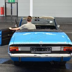 Opel Commodore A Cabriolet beim Einparken in der Messehalle Opel Commodore A Cabriolet when parking in the exhibition hall Car Websites, Nissan Leaf, Combustion Engine, Cabriolet, Car Prices, Cheap Cars, Ford Motor Company, Diesel Engine, Car Photos