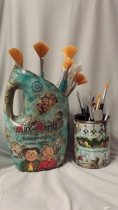 Mod podge to recycle plastic bottle.paste and clear varnish coats 4 .to prevent and shine Arts And Crafts Style House 9117394501 Recycling Our Closets – Recycling Information Plastic Bottle Caps, Reuse Plastic Bottles, Plastic Bottle Flowers, Recycled Bottles, Plastik Recycling, Diy Recycling, Reuse Recycle, Tin Can Crafts, Diy And Crafts
