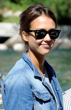 Jessica Alba Wayfarer Sunglasses - Jessica paired her casual look with classic…
