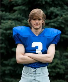Lucas Till in Wolves - Picture 7 of 19