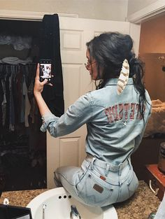 wet-cowboy:Wrangler butts drive me freaking nuts… and thats a stellar example right. Country Style Outfits, Southern Outfits, Country Girl Style, Cowgirl Outfits, Western Outfits, Western Dresses, Western Chic, Western Wear, Desert Boots