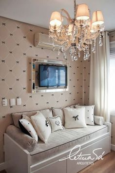 Quarto de bebê em tons pastel, detalhes preto e branco. Baby Bedroom, Girls Bedroom, Bedroom Decor, Brimnes, E Room, Home And Deco, Baby Decor, Girl Room, Living Room