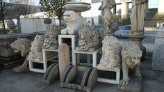 Scultura di leoni in pietra del palladio (Vicenza) - http://achillegrassi.dev.telemar.net/project/sculture-in-pietra-bianca-di-vicenza/ - Sculture raffiguranti leoni a grande naturale in Pietra bianca di Vicenza, eseguiti all'interno del nostro laboratorio da parte di nostro personale qualificato (scalpellini) pezzi unici. Dimensioni:  leone con ciotola 130cm x 80cm x 80cm leone seduto 160cm x 80cm x 50cm leone in piedi 180cm x 110cm x 50cm