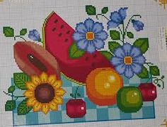 Imagen relacionada Cross Stitch Fruit, Rug Hooking, Embroidery Stitches, Cross Stitch Patterns, Diy And Crafts, Kids Rugs, Knitting, Ely, Table Runners