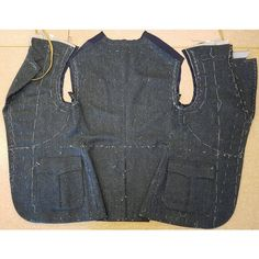 #throwbackthursday to August and all the fun I had making this jacket! ~~~~~~~~~~~~~~~~~~~~~  #tailor #apprentice #apprenticeship #bespoke #tailoring #sartorial #bespoketailoring #tailormade #tbt #tailored #tweed #jacket #workinprogress #flatlay #sewing #sy #handsewing #handcrafted #fashion #mensfashion #slowfashion #menswear #hantverk #håndverk #lærling #refsnesbespoketailoring #unnelise