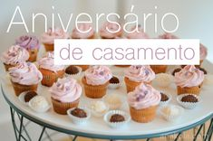 Aniversário de Casamento Mini Cupcakes, Wedding Anniversary, Desserts, English, Food, Marriage Anniversary, Tailgate Desserts, Deserts, Eten