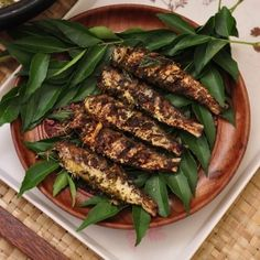 Mathi Fry Kerala : a MUST HAVE in ever kerala kitchen. Here are two methods of frying the sardine Kerala Style. Nadan style and with green pepper corn Fish Recipes, Indian Food Recipes, Ethnic Recipes, Kerala Recipes, Indian Foods, Indian Dishes, Fried Fish, Fish Fry, Kitchens