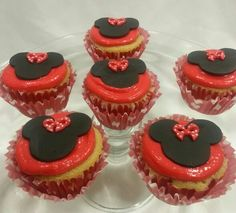 Minnie Mouse cupcakes by Cake Boutique Mexico