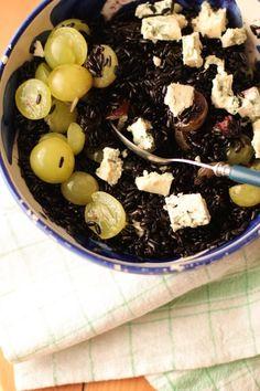 Salade de riz noir au fromage bleu et aux raisins
