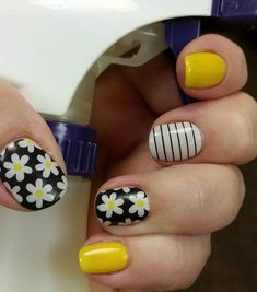 Robins Rockin Wraps This has to be my favorite use of the TruShine Gel Enamel System! Adding a clear layer of gel over my wraps doesn't just give me more wear Shellac Nails, Acrylic Nails, Cute Nails, Pretty Nails, Hair And Nails, My Nails, Lemon Nails, Sunflower Nails, Daisy Nails