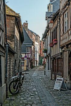 https://flic.kr/p/k6c4vD | Honfleur: Rue des Lingots