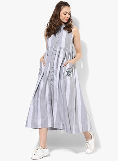 Sangria Grey Yarn Dyed Pocket Style Kurta - All About Simple Kurta Designs, Kurta Designs Women, Pakistani Dresses Casual, Indian Gowns Dresses, Frock Fashion, Fashion Dresses, Dress Outfits, Dress Indian Style, Indian Wear