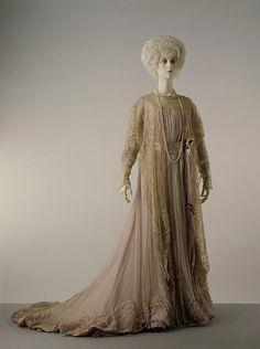 House of Worth, Tea Gown of Satin with Ecru Tamboured Net. Paris, ca 1900.